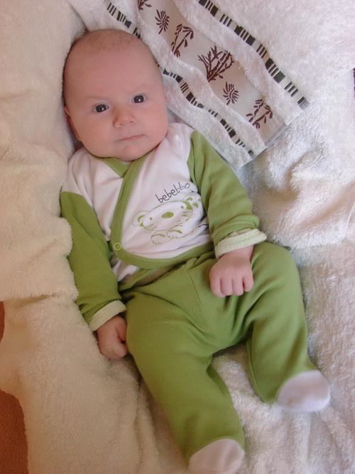 Когда мама одевает Ваню в этот костюм, я называю его лягушкой))